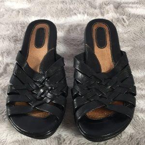 BORN black leather slide on sandals 7